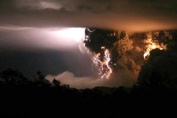 iceland volcano lightning pictures. Lightning Storm Meets Volcanic